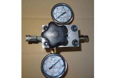 Ttraploze Extrene Regulator Met Vloeistofgedempte manometers